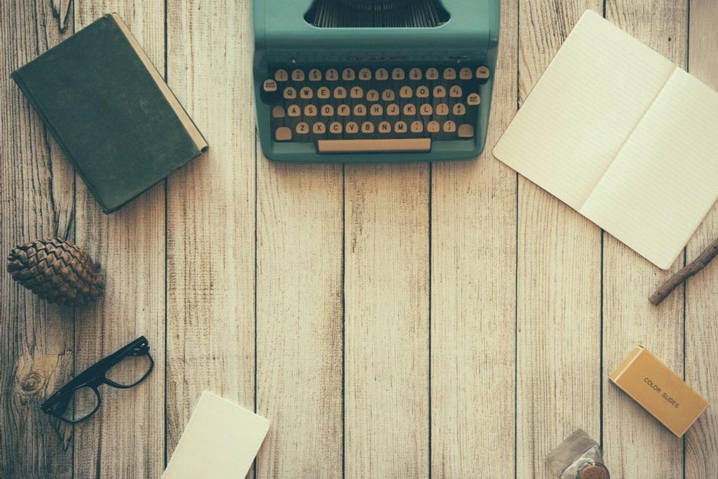 typewriter-801921.jpg