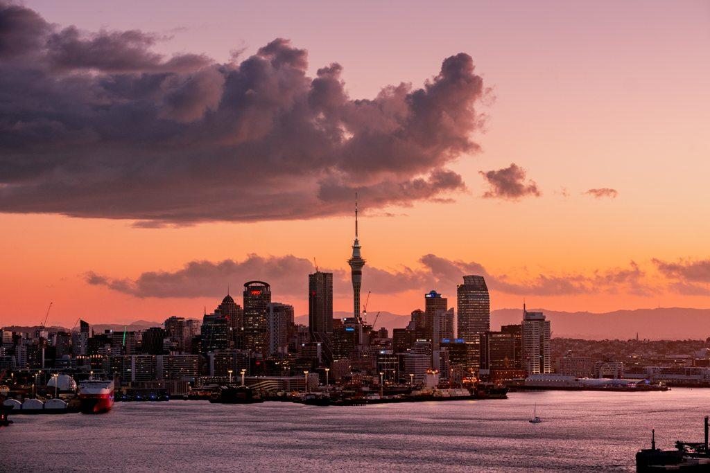 Potovanje_v_Auckland_-_Travel_to_Auckland_-_Photo_by_Aaron_Birch_on_Unsplash.jpg