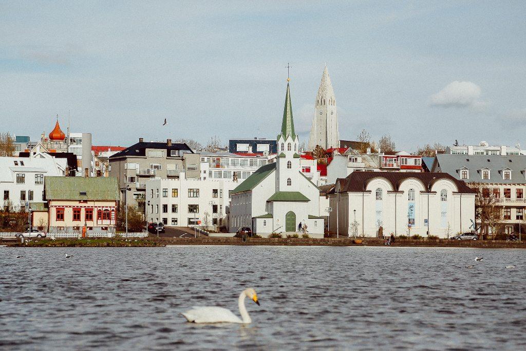 Potovanje_v_Reykjavik_-_Travel_to_Reykjavik_-_Photo_by_Evelyn_Paris_on_Unsplash.jpg
