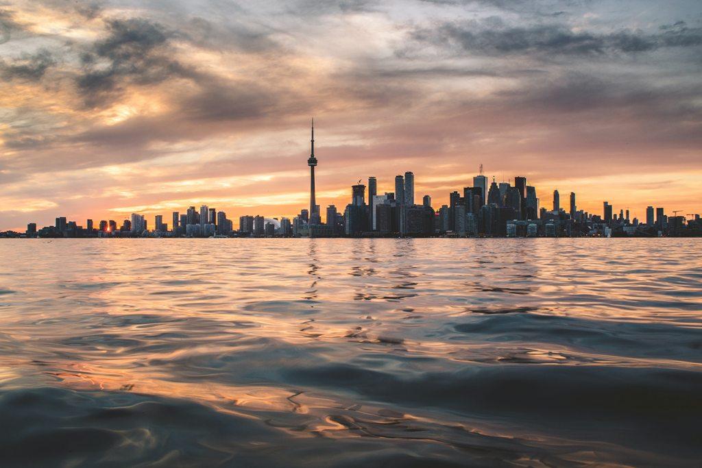 Potovanje_v_Toronto_-_Travel_to_Toronto_-_Photo_by_Berkay_Gumustekin_on_Unsplash.jpg