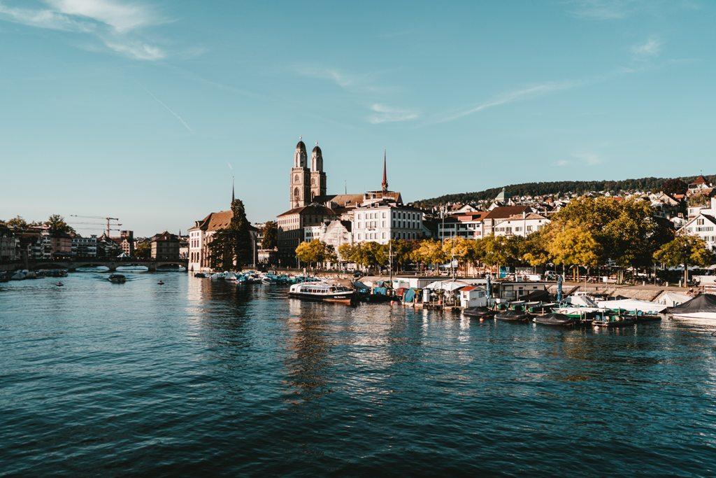 Potovanje_v_Zurich_-_Travel_to_Zurich_-_Photo_by_Claudio_Schwarz_on_Unsplash.jpg